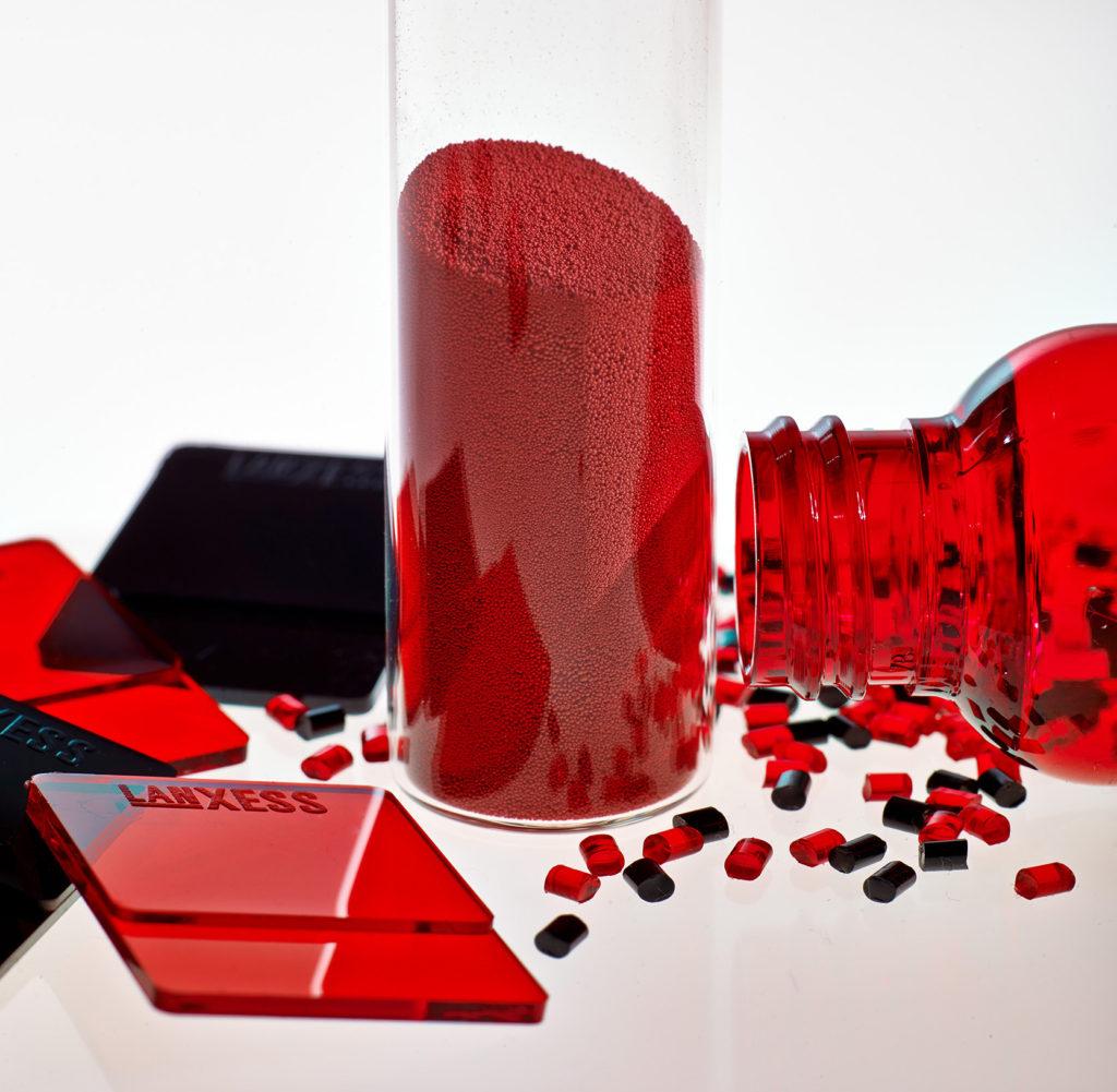 [_de_]Macrolex Gran: Brillante Einfärbung von amorphen und semikristallinen Kunststoffen. Foto: LANXESS [/_de_] [_en_]Macrolex Gran: Brilliant coloring of amorphous and semicrystalline plastics. Photo: LANXESS[/_en_]